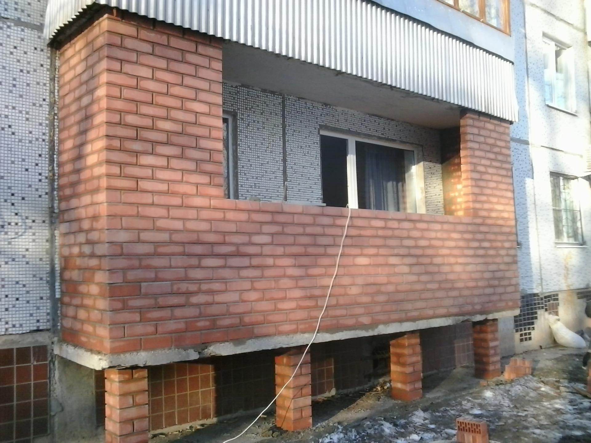 Opečni balkonski parapet